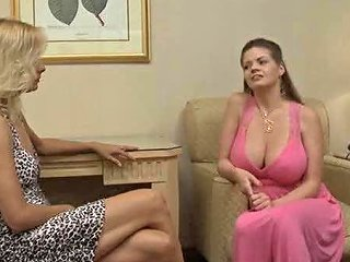 Lesbian Threesome In Bed With Pussy Eating